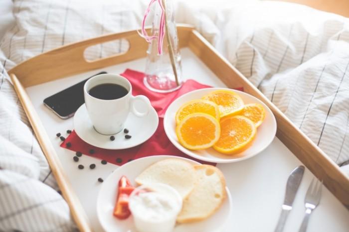 zavtrak podnos apelsin 700x466 Завтрак   Breakfast
