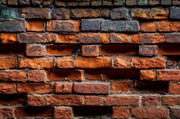 brown bricks wall 700x465 Кирпичная стена   Bricks wall