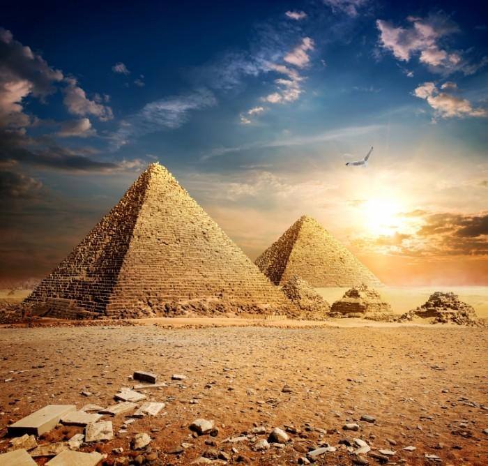 egipet cairo pustynia piramidy kamni nebo solntse oblaka pti 700x668 Пирамиды в Египте   Pyramids in Egypt