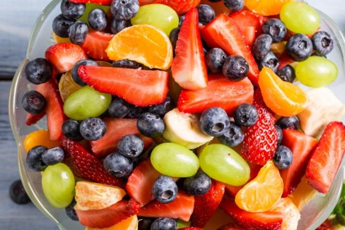 fruit salad strawberry 700x466 Фрукты   Fruits