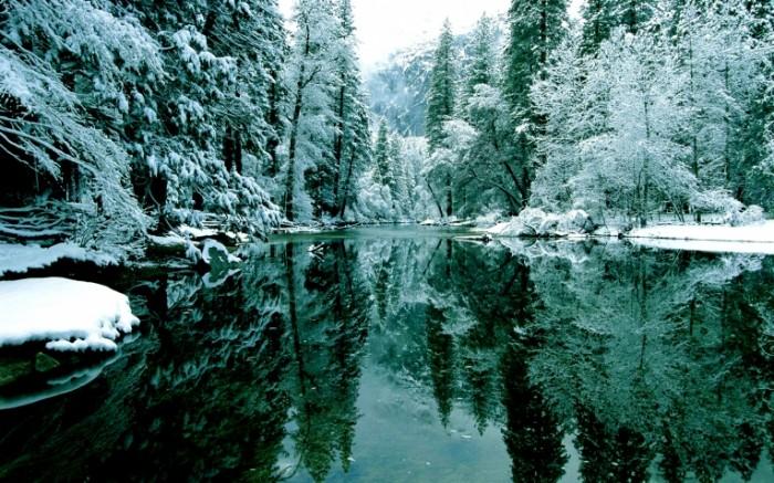 gory ozero zima derevya sneg 700x437 Зимнее озеро   Winter lake