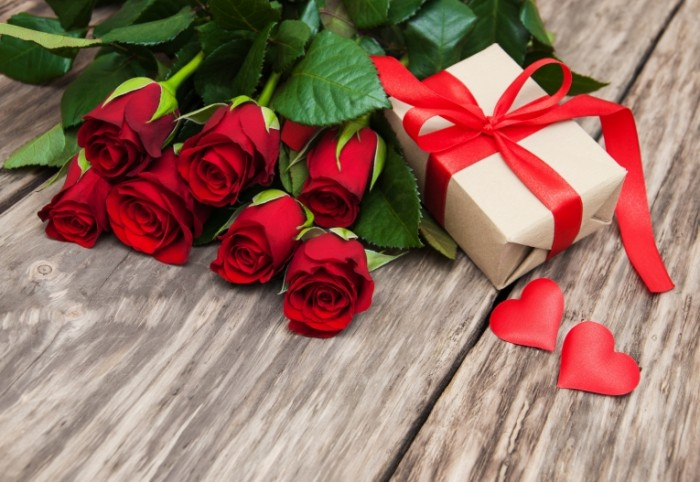 krasnye rozy butony heart love valentine s day roses romanti 700x482 Подарки   Gifts
