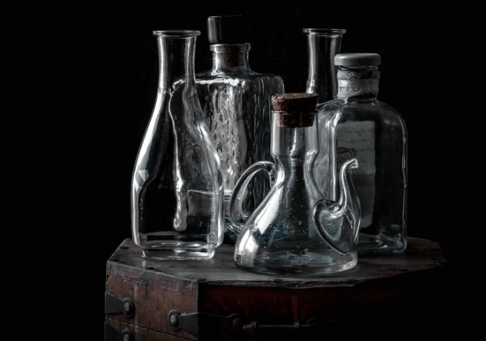natyurmort butylka kolba steklo 700x492 Стеклянные бутылки   Glass bottles