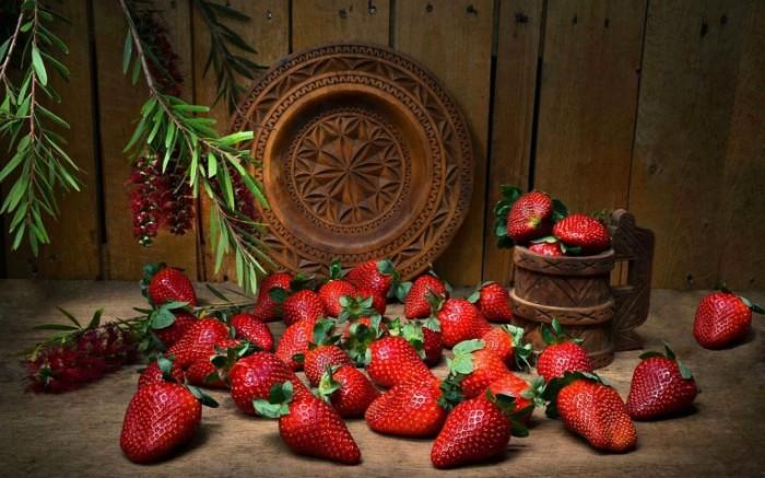 natyurmort yagody klubnika 700x437 Клубника   Strawberry