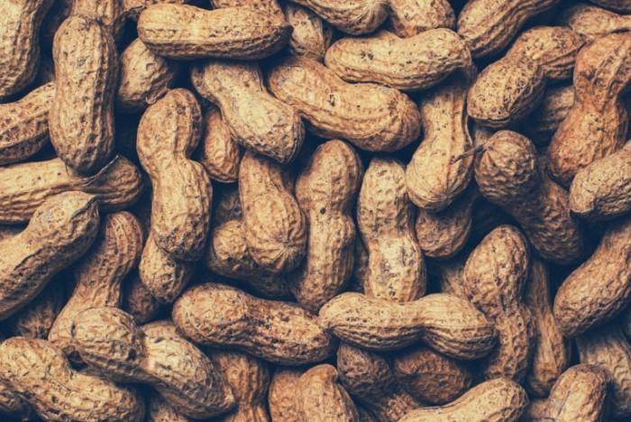 nuts peanuts arahis oreh 700x468 Арахис   Peanuts