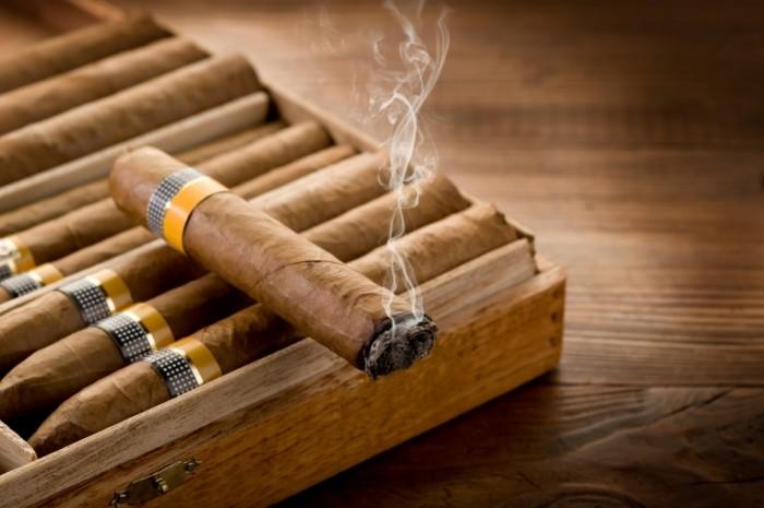 snuff cigars wood smoke 700x465 Сигары   Cigars