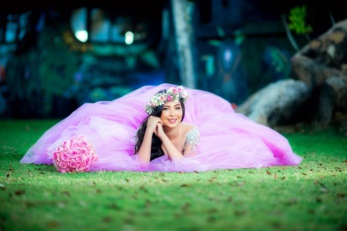 devushka nevesta plate venok 700x466 Девушка в розовом платье Girl in a pink dress