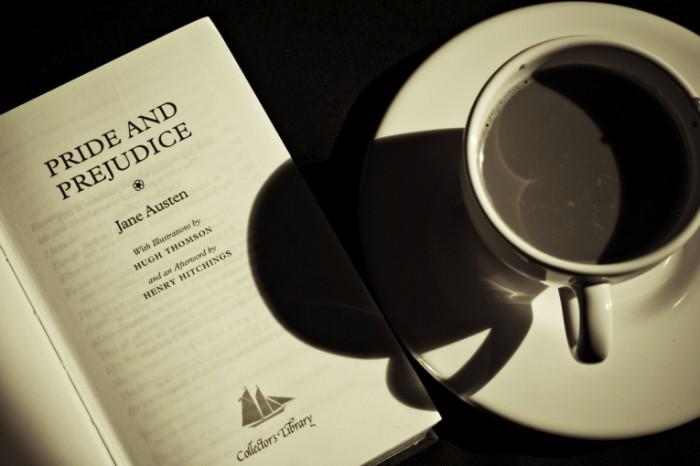 kniga kofe raznoe gordost i 700x466 Кофе и книга   Coffee and book