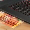 Деньги и ноутбук - Money and Laptop