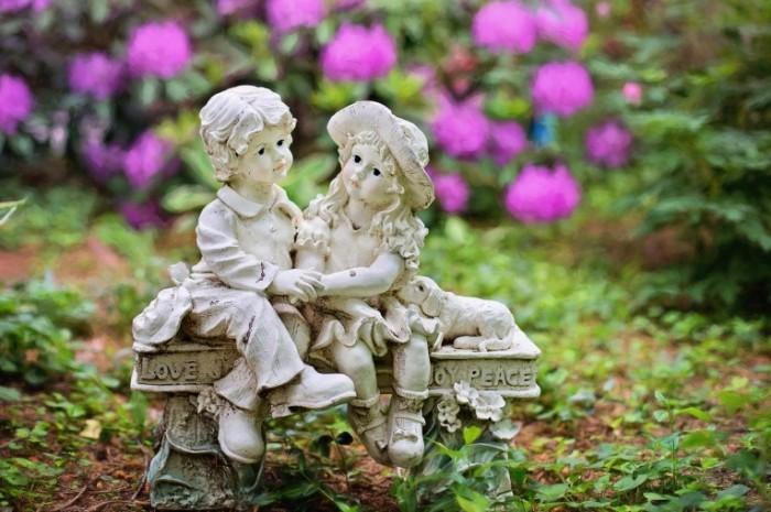 Statuya v sadu A statue in the garden 700x465 Статуя в саду   A statue in the garden