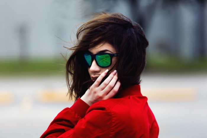Devushka v ochkah Woman in glasses 700x465 Девушка в очках   Woman in glasses