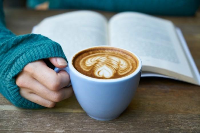 Kofe i kniga Coffee and book 700x466 Кофе и книга   Coffee and book
