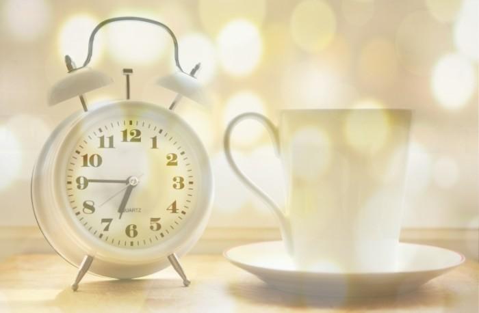 Budilnik chashka Alarm clock cup 700x458 Будильник, чашка   Alarm clock, cup