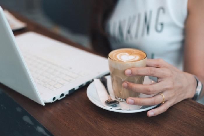 Kofe noutbuk Coffee laptop 700x466 Кофе, ноутбук   Coffee, laptop