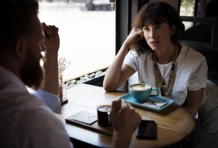 Razgovor v kafe Conversation in a cafe  700x475 Разговор в кафе   Conversation in a cafe
