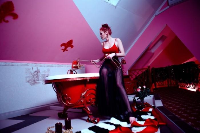 красная ванна   red bath