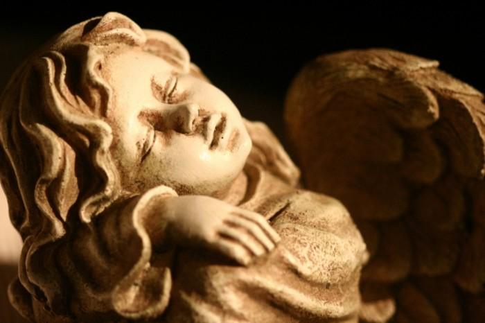Angel statue`tka Angel a figurine 700x466 Ангел, статуэтка   Angel, a figurine