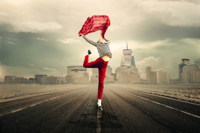 Devushka v krasnyih shtanah The girl in red pants 700x466 Девушка в красных штанах   The girl in red pants
