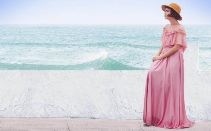 Devushka v plate more Girl in a dress the sea 700x437 Девушка в платье, море   Girl in a dress, the sea