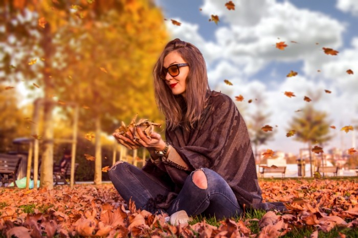 Osen devushka Autumn girl 700x466 Осень, девушка   Autumn, girl