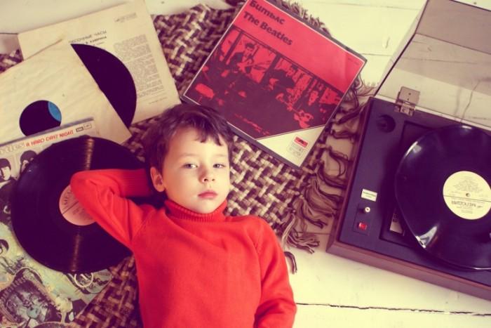Rebenok vinilovyie diski Child vinyl discs 700x467 Ребенок, виниловые диски   Child, vinyl discs