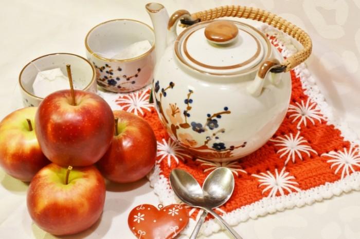 CHay yabloki Tea apples 700x466 Чай, яблоки   Tea, apples