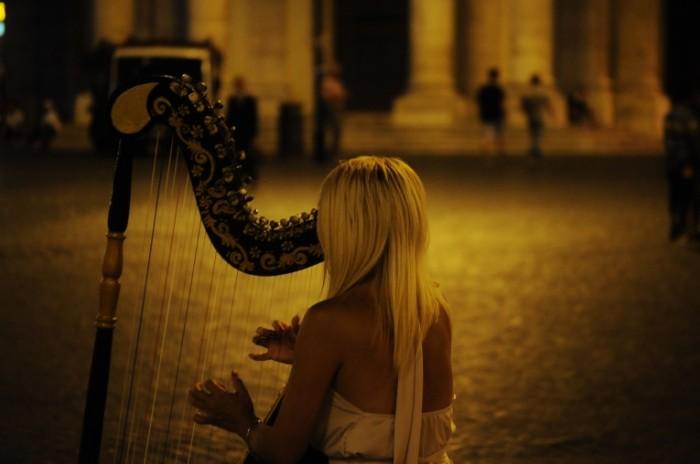 Devushka s arfoy Girl with harp 5714x3795 700x464 Девушка с арфой   Girl with harp