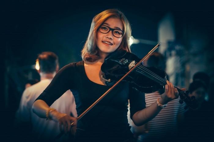 Скрипачка   Violinist