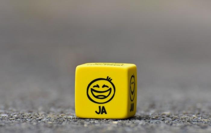 Желтый кубик  Yellow Cube