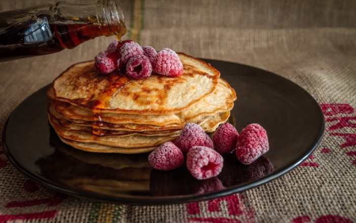Blinyi s malinoy Pancakes with raspberries 5184  3262 700x440 Блины с малиной   Pancakes with raspberries