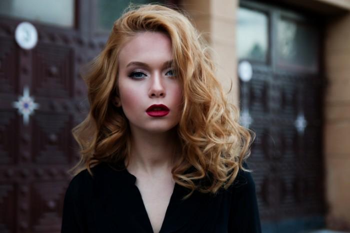 Blondinka s krasnoy pomadoy Blonde with red lipstick 5120  3413 700x465 Блондинка с красной помадой   Blonde with red lipstick