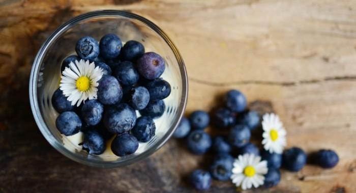 CHernika s molokom Bilberry with milk 6000  3260 700x379 Черника с молоком   Bilberry with milk