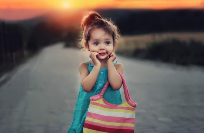 Devochka s sumkoy Girl with a bag 5483  3599 700x459 Девочка с сумкой   Girl with a bag