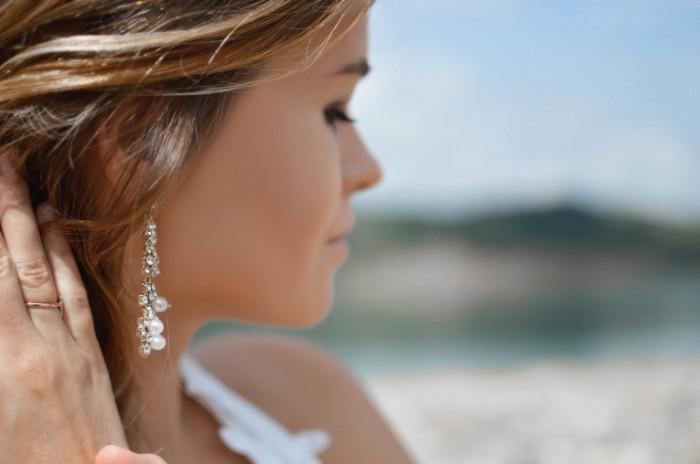 Devushka sergi Girl earrings 6016  4000 700x464 Девушка, серьги   Girl, earrings