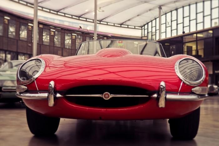 Krasnyiy retrokar Red retro car 5010x3340 700x466 Красный ретрокар   Red retro car