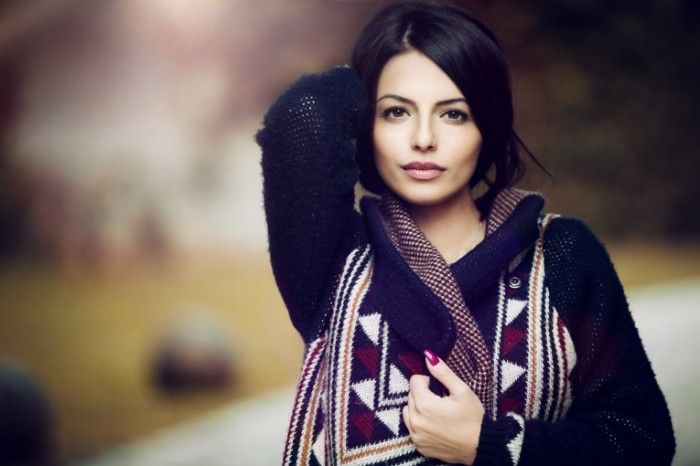 ZHenshhina v svitere Woman in a sweater 5760  3840 700x466 Женщина в свитере   Woman in a sweater