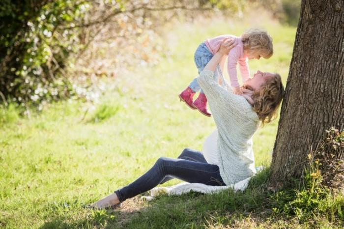 Beremennaya devushka rebenok Pregnant girl child 5695  3801 700x466 Беременная девушка, ребенок   Pregnant girl, child