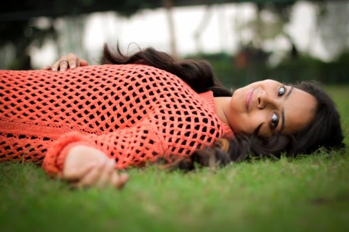 Девушка на траве   Girl on the grass