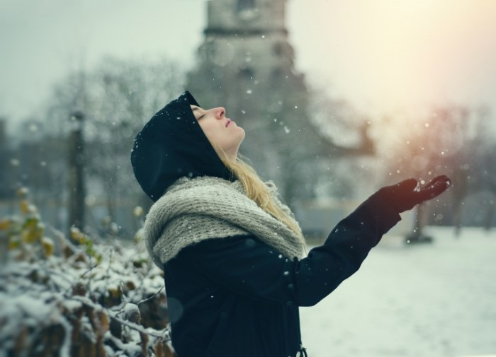 Devushka sneg zima Girl snow winter 5422  3915 700x505 Девушка, снег, зима   Girl, snow, winter