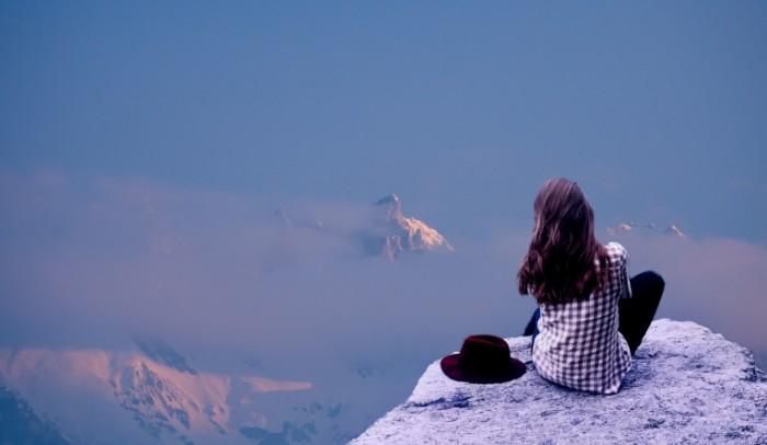 Devushka vershina goryi Girl the top of the mountain 4568  2655 700x406 Девушка, вершина горы   Girl, the top of the mountain