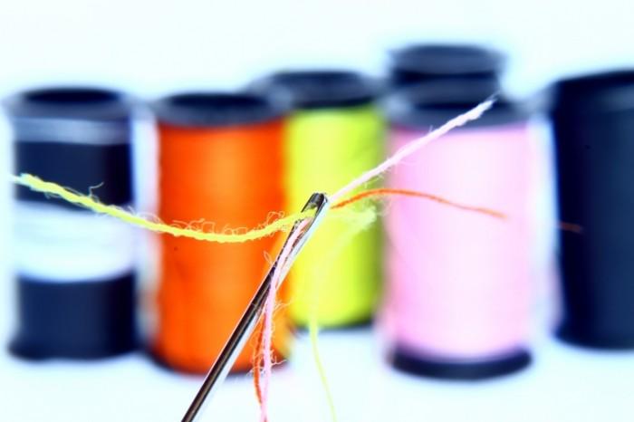 Igolka s nitkoy makro Needle with thread macro 4272  2848 700x466 Иголка с ниткой, макро   Needle with thread, macro