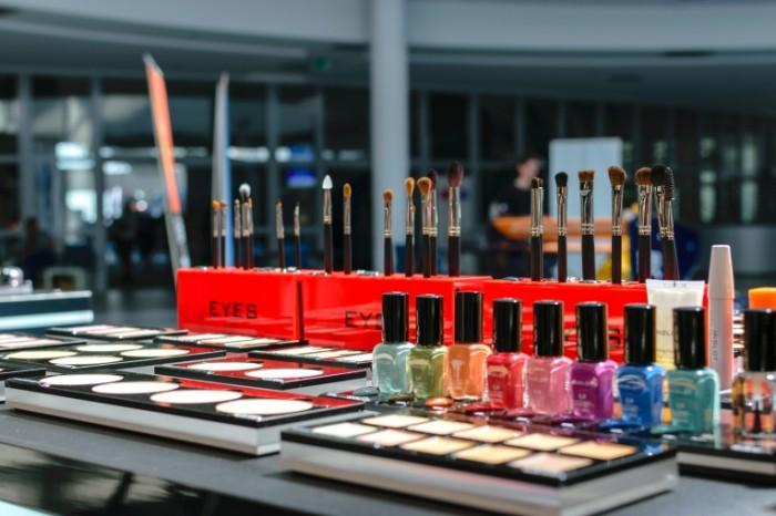 Kosmetika magazin Cosmetics shop 6000  4000 700x466 Косметика, магазин   Cosmetics, shop