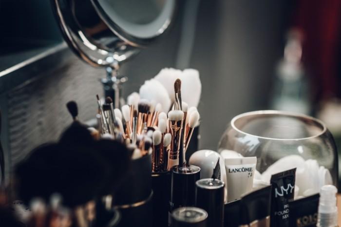Kosmetika nabor Cosmetics a set 5282  3526 700x466 Косметика, набор   Cosmetics, a set