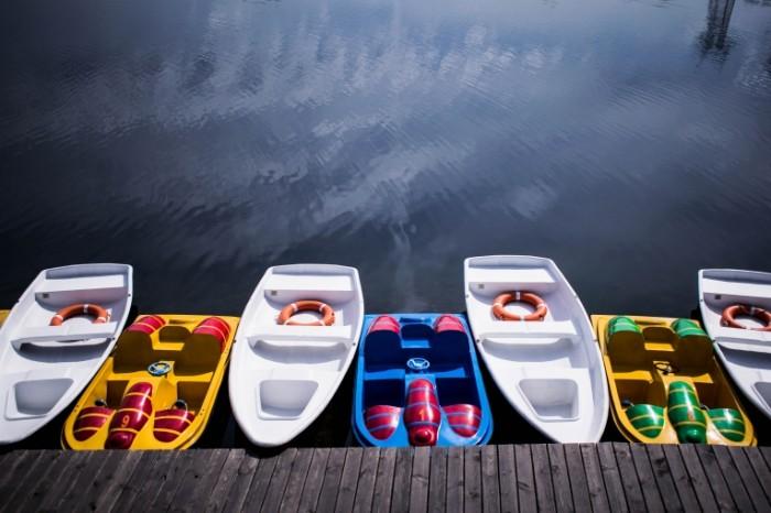 Lodki pirs park Boats pier park 6000  4000 700x466 Лодки, пирс, парк   Boats, pier, park