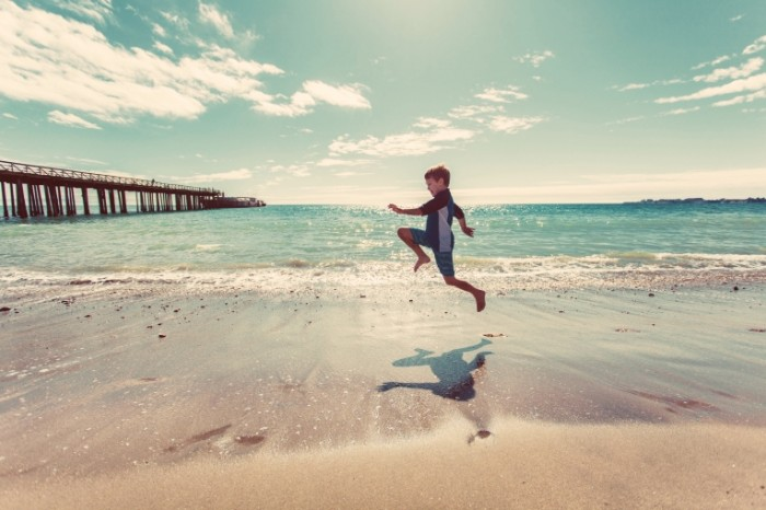Rebenok na plyazhe Child on the beach 5616x3744 700x466 Ребенок на пляже   Child on the beach