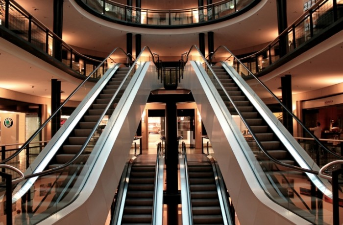 Torgovyiy tsentr e`skalator Shopping center escalator 4667  3072 700x460 Торговый центр, эскалатор   Shopping center, escalator