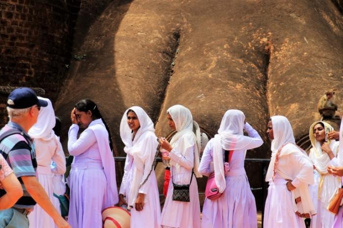 Turistyi indiya parandzha Tourists india burqa 5790  3861 700x466 Туристы, индия, паранджа   Tourists, india, burqa
