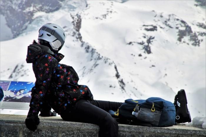 Gornolyizhnyiy kurort e`kipirovka lyizhi Ski resort outfit ski 6000  4000 700x466 Горнолыжный курорт, экипировка, лыжи   Ski resort, outfit, ski