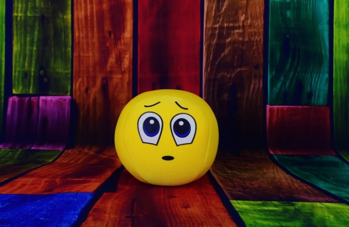 Grustnyiy smaylik igrushka sad smiley a toy 5900  3844 700x455 Грустный смайлик, игрушка   sad smiley, a toy