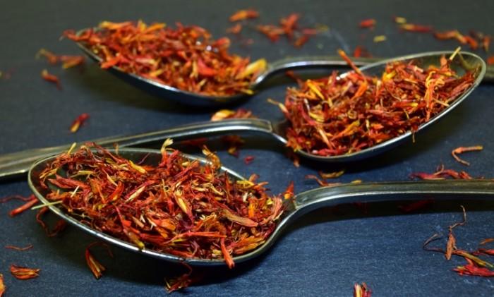 Lozhnyiy shafran pripravyi makro False saffron condiments macro 5992  3616 700x421 Ложный шафран, приправы, макро   False saffron, condiments, macro